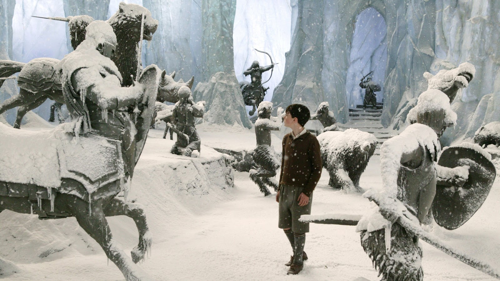 Edmund w książce opowieści narnii i filmie disney lew czarownica i stara szafa
