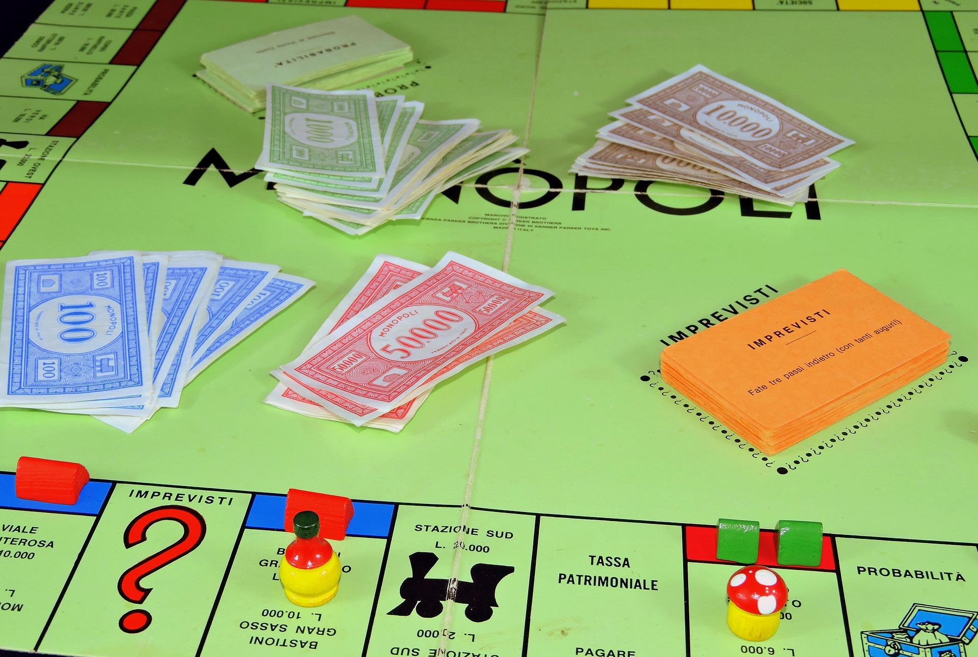 monopoly - handel - nieruchomości - zabawa - przyjaciele